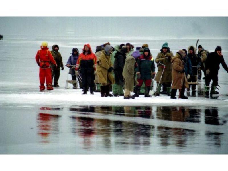 38 рыбаков дрейфуют на льдине в Новосибирском водохранилище