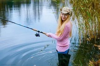 Женщины на рыбалке и охоте фото